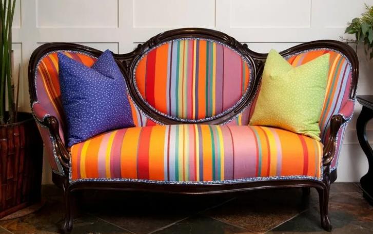 Цветной диван