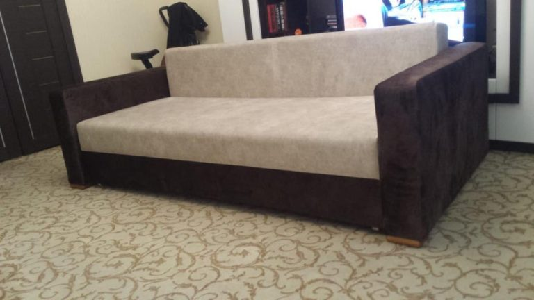 Перетяжка диванов на дому